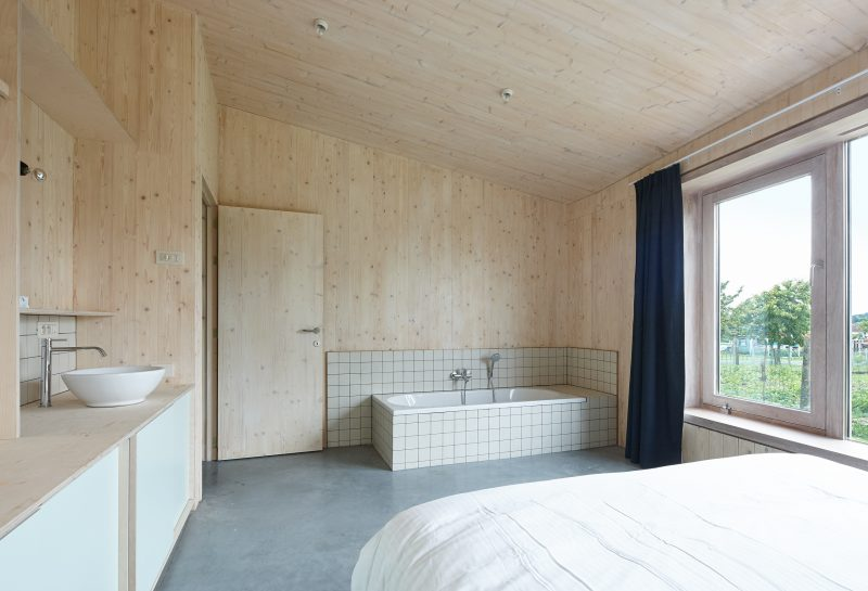 Holiday home Haaghoek/Buikberglos Horebeke by Murmuur architecten. Photography: Dennis De Smet